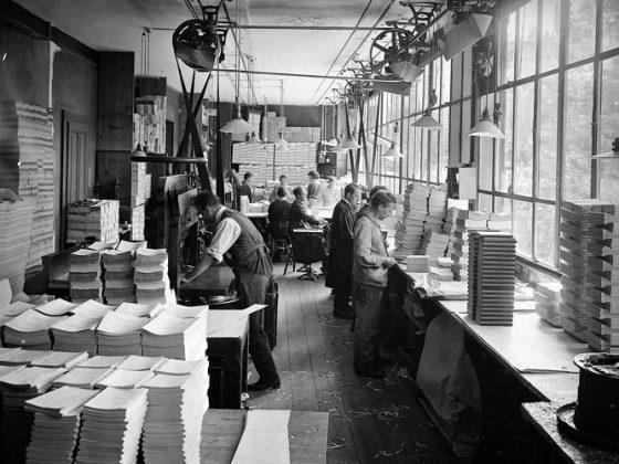Atelier de reliure vers 1905
